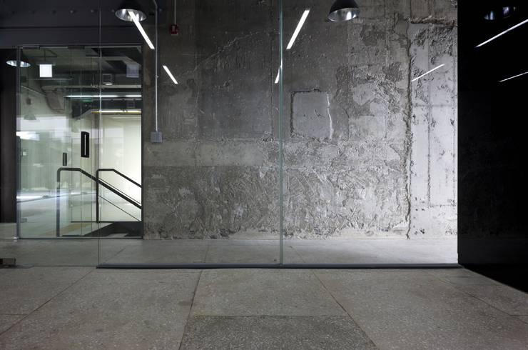 Stardom Entertainment Office : D·LIM architects의  회사