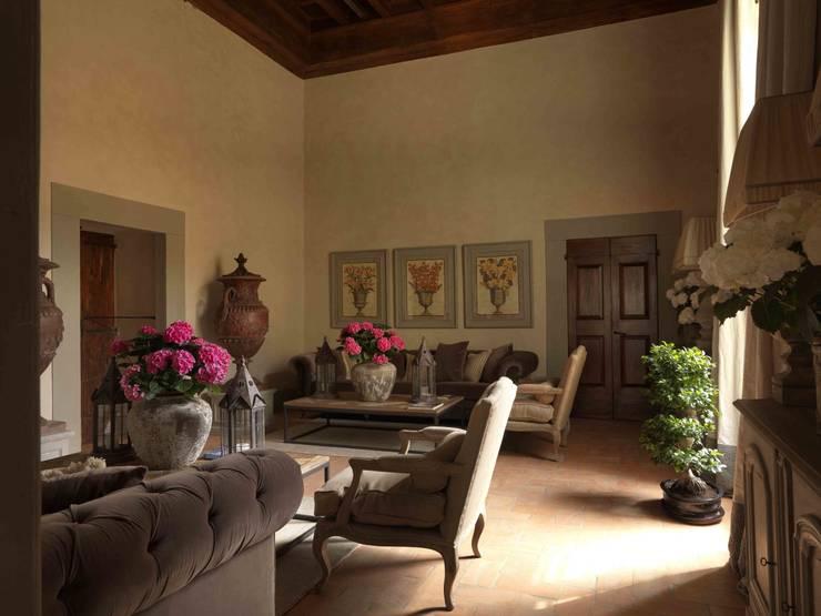 Palazzo nel centro d Pistoia: Soggiorno in stile  di Antonio Lionetti Home Design