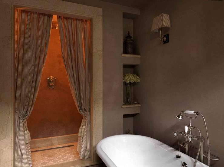 Palazzo nel centro d Pistoia: Bagno in stile  di Antonio Lionetti Home Design