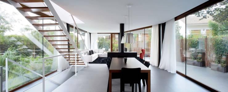 Vivienda unifamiliar en Vilassar de Mar, Maresme, Barcelona: Comedores de estilo  de MANO Arquitectura
