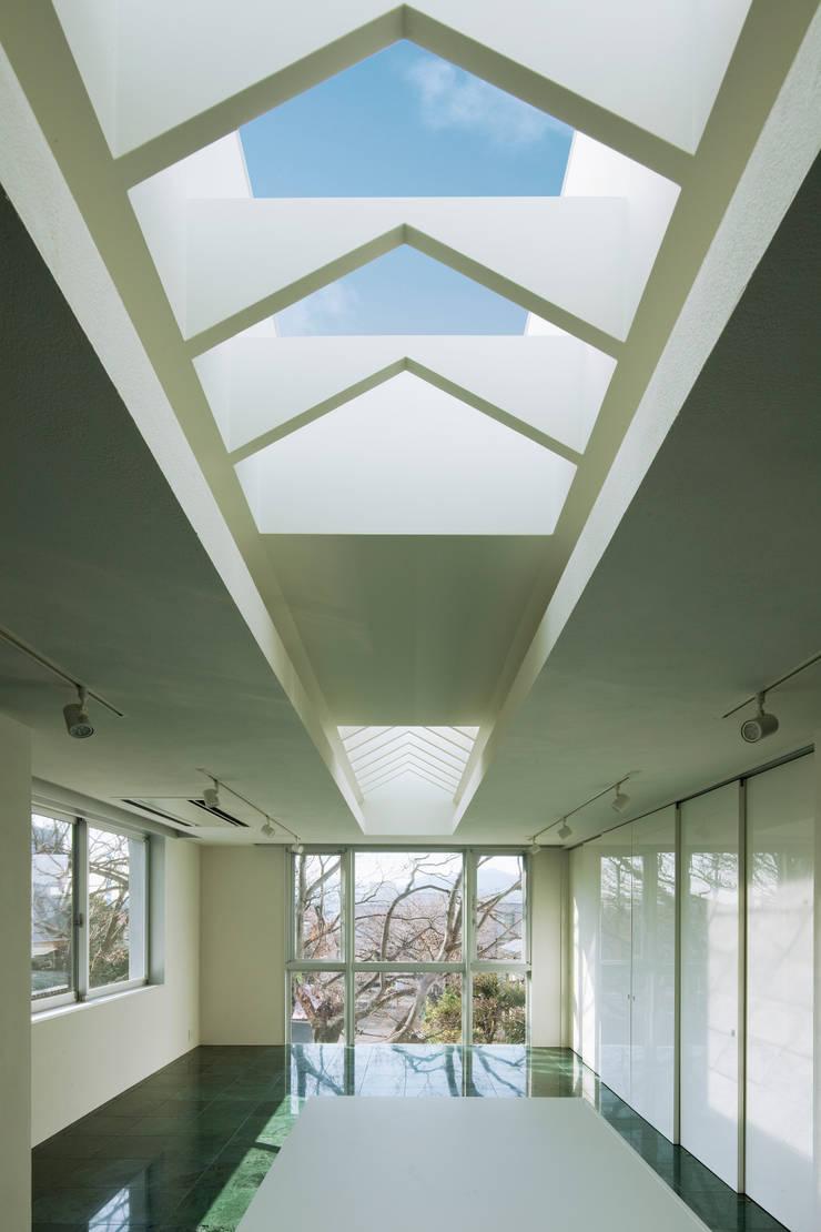 T-house: 秋山建築研究所が手掛けたダイニングです。,モダン