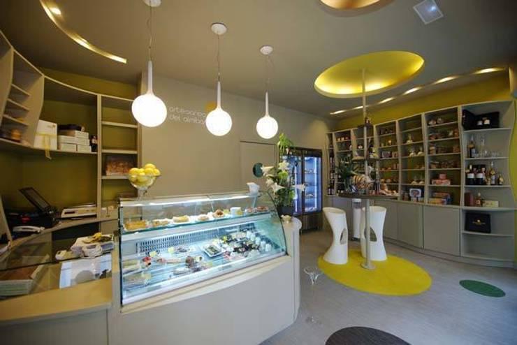 Artesanos del Almíbar : Oficinas y Tiendas de estilo  de Alicia Toledo