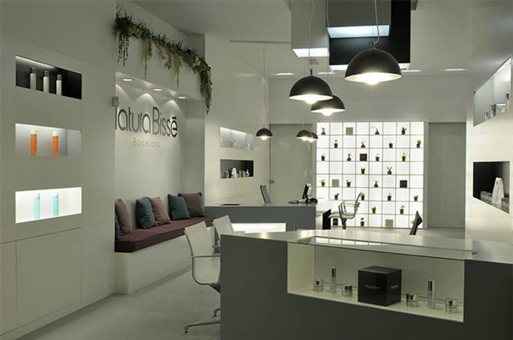 Distribuidor Natura Bisse : Oficinas y Tiendas de estilo  de Alicia Toledo