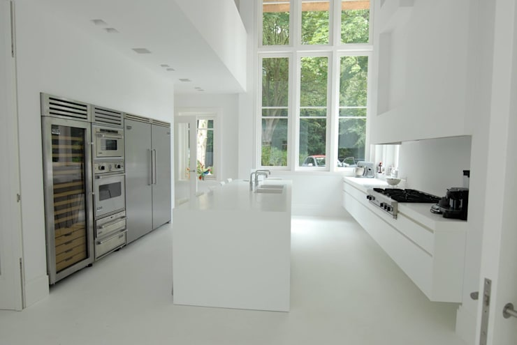 Moderne Keukens:  Keuken door Designed By David