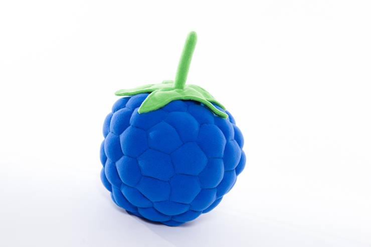 Poduszka malinka niebieska : styl , w kategorii Pokój dziecięcy zaprojektowany przez Pracownia Projektowa Pink Frog