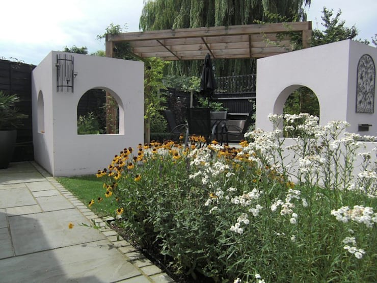 Contemporary Garden Design, Windsor, Berkshire:  Garden by Linsey Evans Garden Design