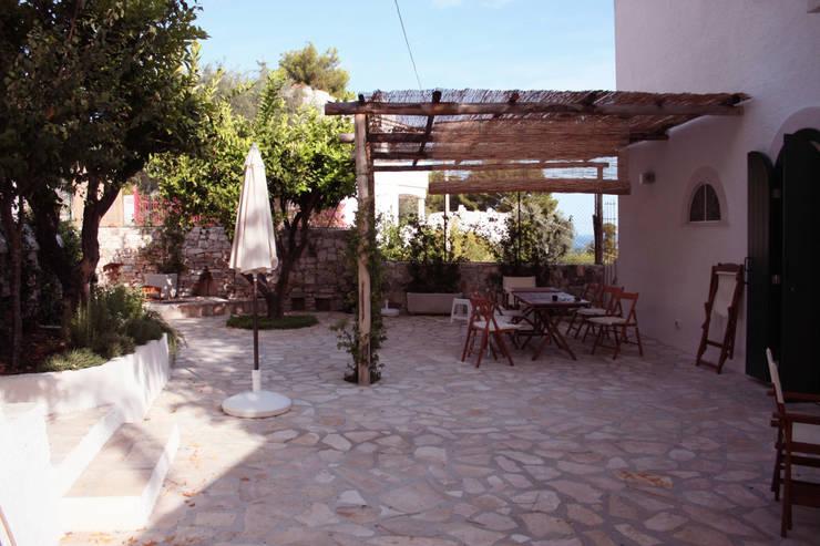 il pergolato: Giardino in stile in stile Mediterraneo di Durango Studio di architettura e paesaggio