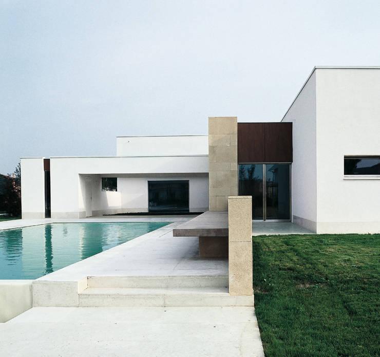 Casa B. / Suzzara, Mantova: Case in stile in stile Minimalista di STUDIO LONGHEU