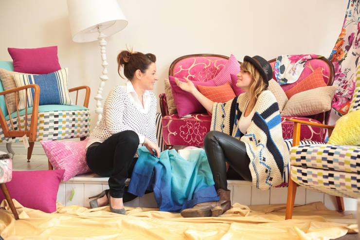 Siostry Natalia i Marta: styl , w kategorii Salon zaprojektowany przez Deca,