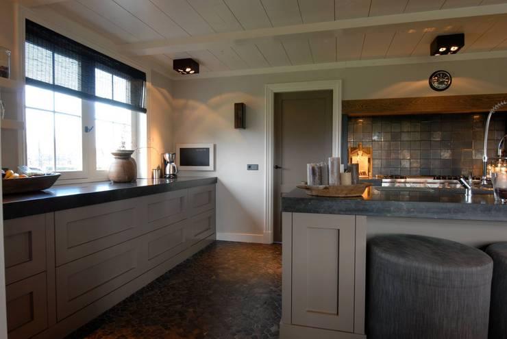 Klassieke Keukens: klasieke Keuken door Designed By David