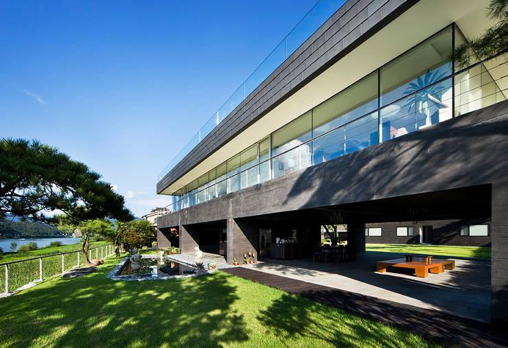 Huizen door hyunjoonyoo architects