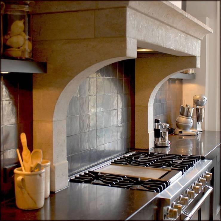 Klassieke Keukens:  Keuken door Designed By David