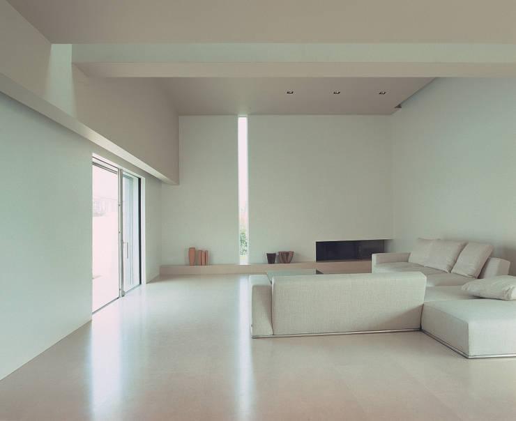 Casa B. / Suzzara, Mantova: Soggiorno in stile  di STUDIO LONGHEU
