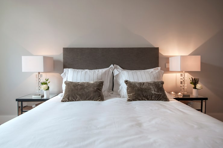 luxury bedroom: Quartos clássicos por Home Staging Factory