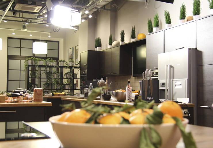 Кулинарная студия Юлии Высоцкой:  в . Автор – Мастерская Интерьеров Варвары Зеленецкой