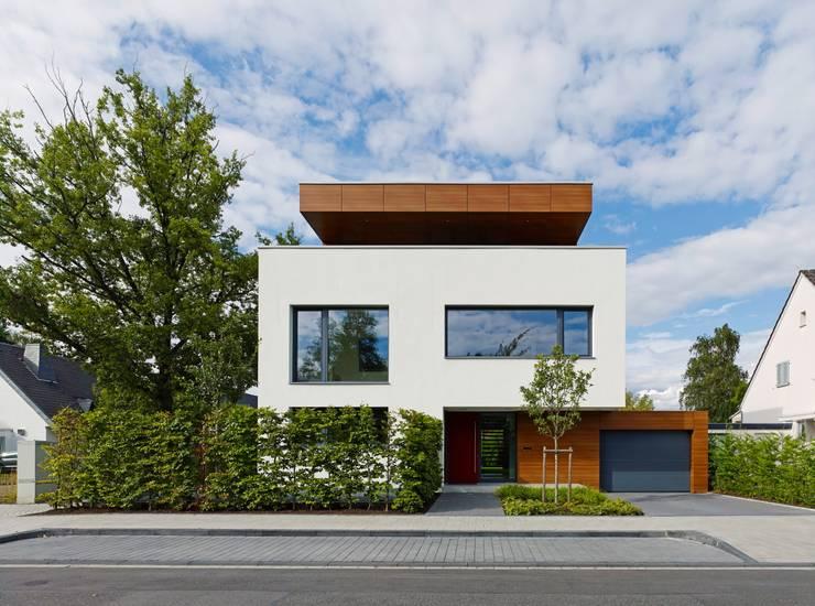 Straßenansicht: moderne Häuser von bdmp Architekten & Stadtplaner BDA GmbH & Co. KG