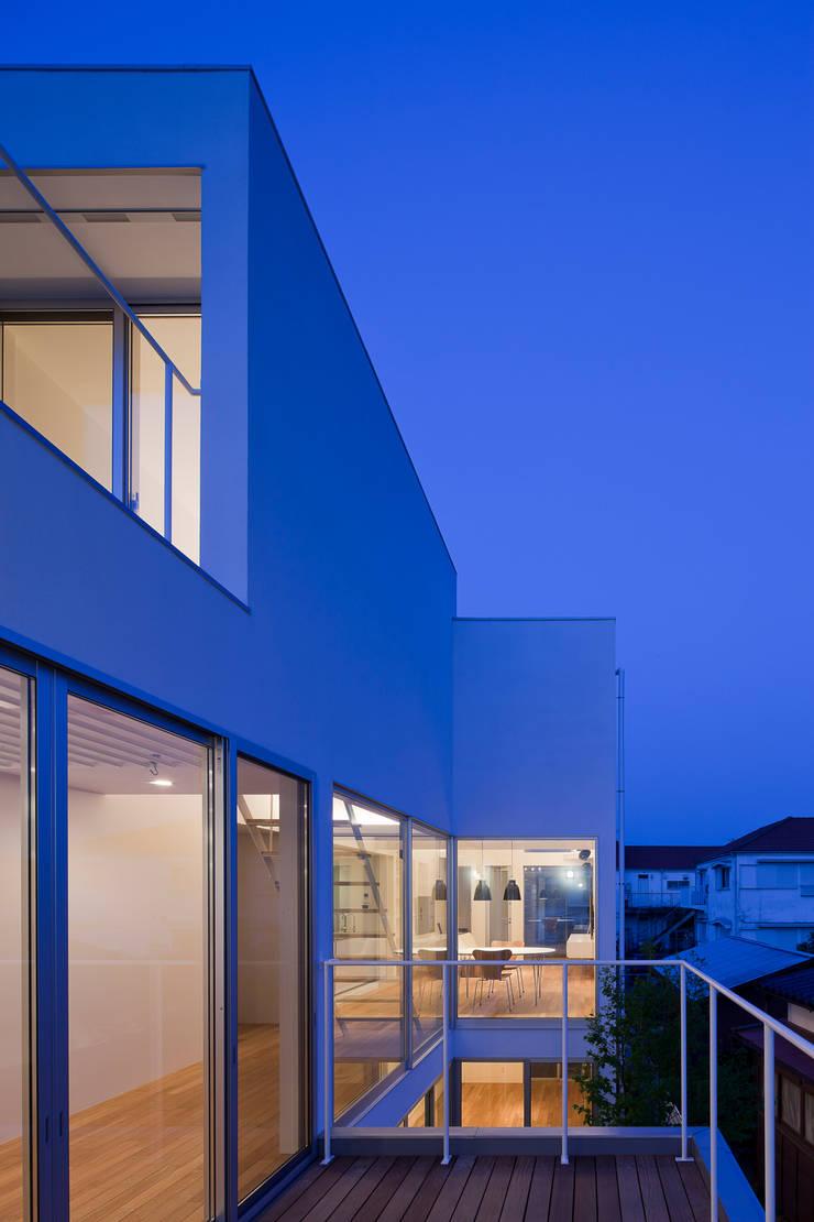 ODAWARA COURTYARD HOUSE: AIDAHO Inc.が手掛けたテラス・ベランダです。