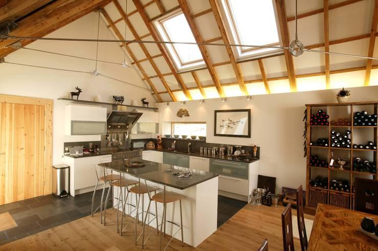 Midport Steading Kitchen:  Kitchen by HRI Architects Ltd, Inverness, Scotland
