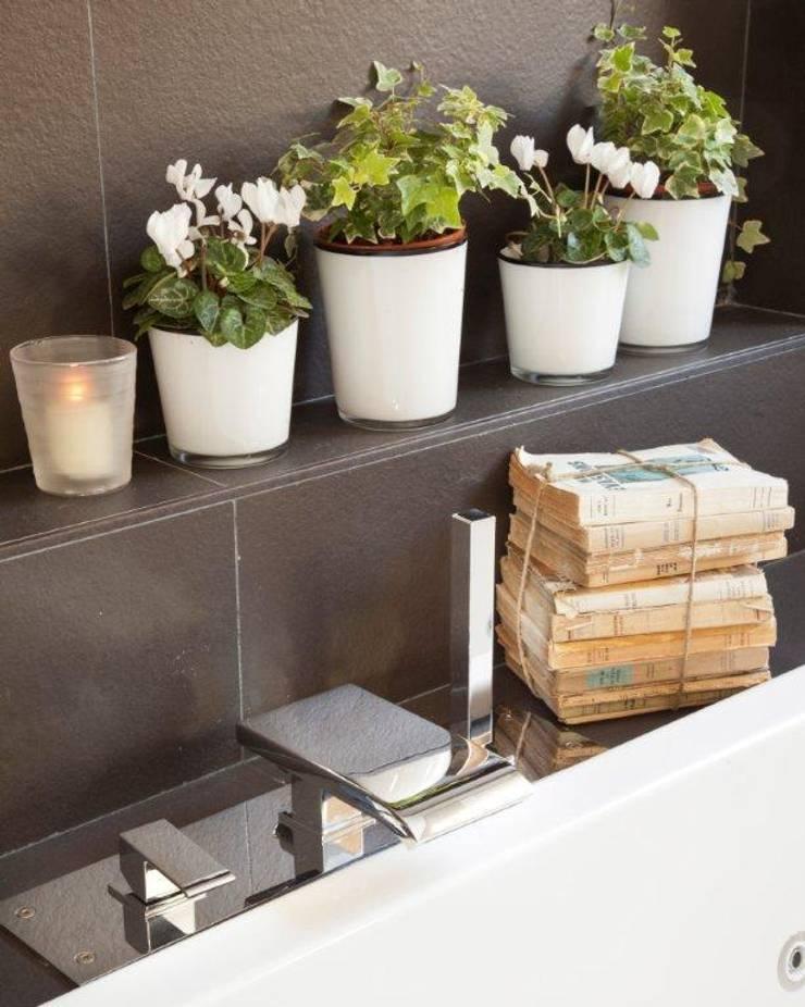20 m2 de baño: Baños de estilo  de Disak Studio