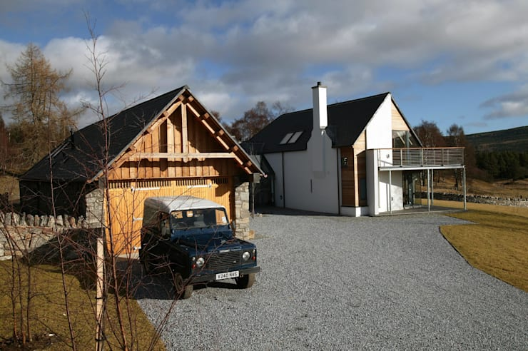 Midport Steading Courtyard:  Houses by HRI Architects Ltd, Inverness, Scotland