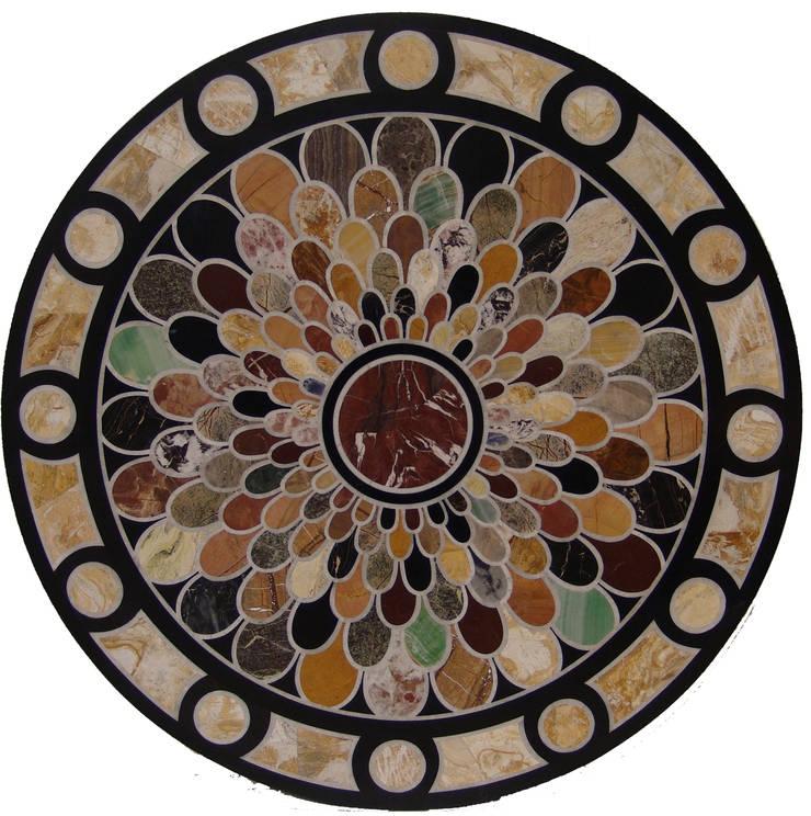 """Mesa redonda de mármol negro """"escamas"""": Salones de estilo  de Conely"""