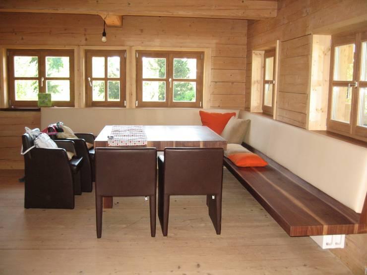 Wohnhaus am Ölbergring / Energetische Sanierung im Mangfalltal:  Esszimmer von architekturbuero-utegoeschel.de