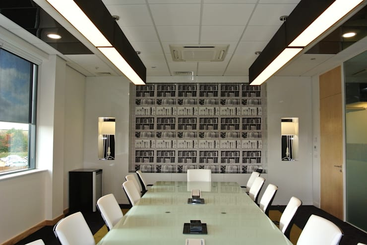 Compare the Market Boardroom:  Office buildings by Kate Usher Studio
