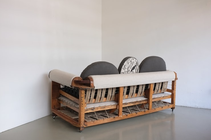 Baubau sofa _ back:  Living room by Urban Upholstery