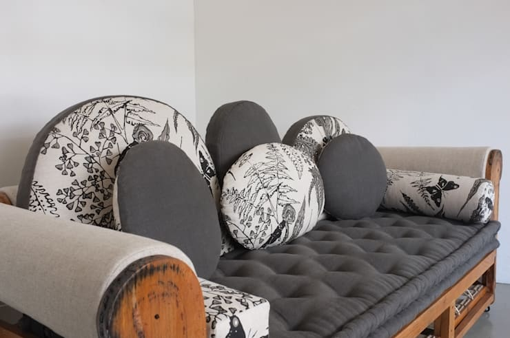 Baubau sofa UU0042:  Living room by Urban Upholstery