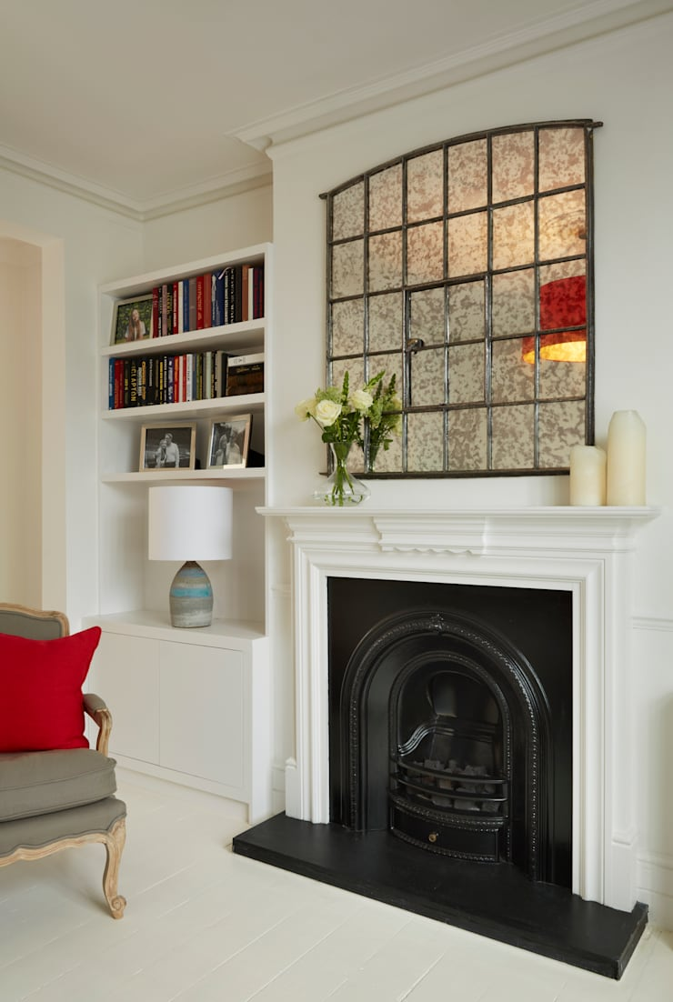 Living room fireplace and alcove cabinetry:  Living room by ZazuDesigns