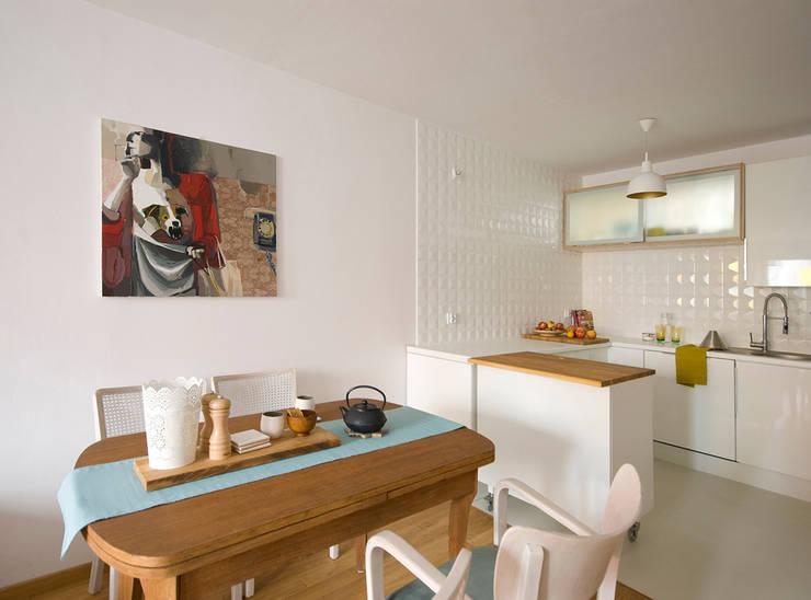 Kuchnia_projekt_BiałyDom: styl , w kategorii Kuchnia zaprojektowany przez MIEJSCA