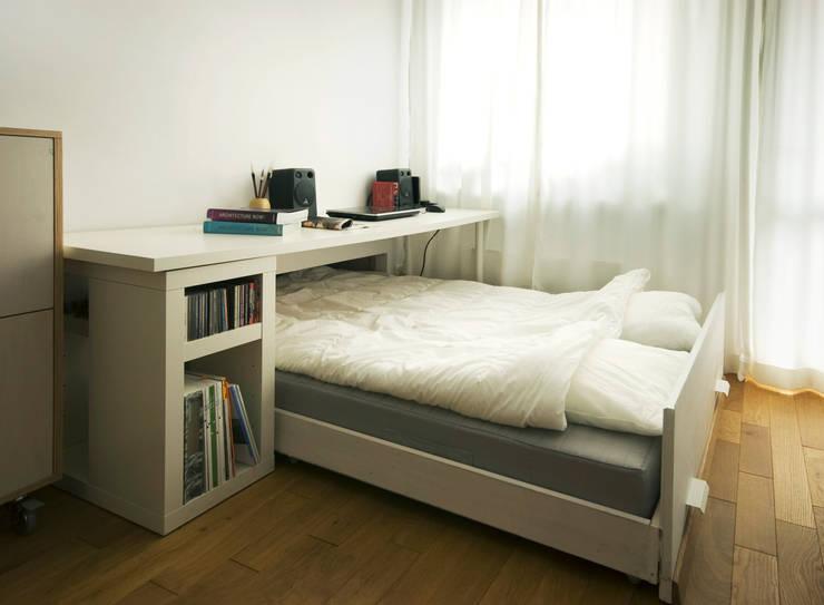 BiałyDom: styl , w kategorii Sypialnia zaprojektowany przez MIEJSCA