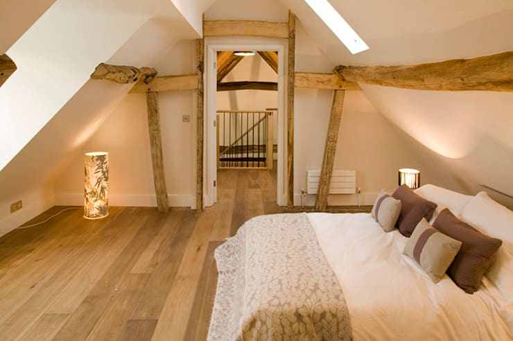 Engineered Oak Flooring: rustic Bedroom by The Prestige Flooring Company