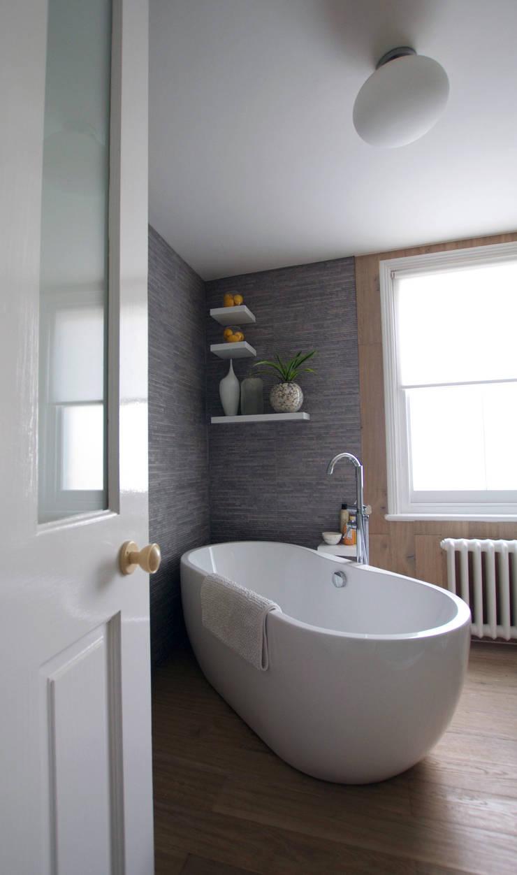 Bathroom:  Bathroom by Kate Harris Interior Design