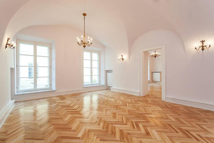 Portfolio:  Dining room by TFS Flooring