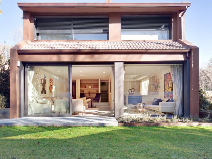 Casas de estilo moderno por Tarimas de Autor