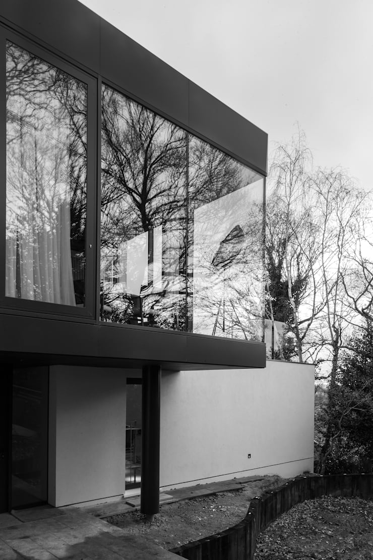 Photography—house in Bromley, private client:  Houses by Adelina Iliev Photography