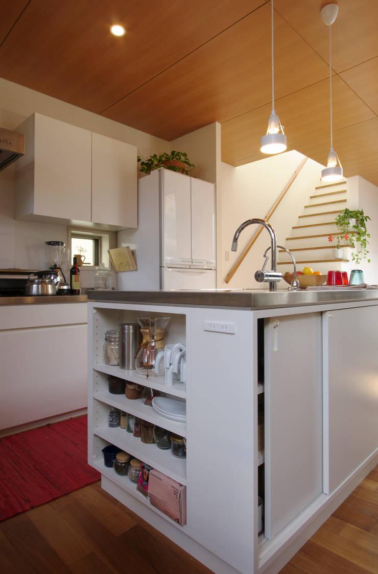 市川の家: 長浜信幸建築設計事務所が手掛けたキッチンです。,北欧