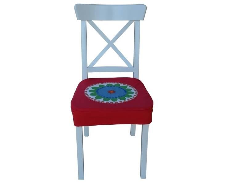 pokrowiec na krzesło czerwony folk: styl , w kategorii Jadalnia zaprojektowany przez Drewniany Guzik