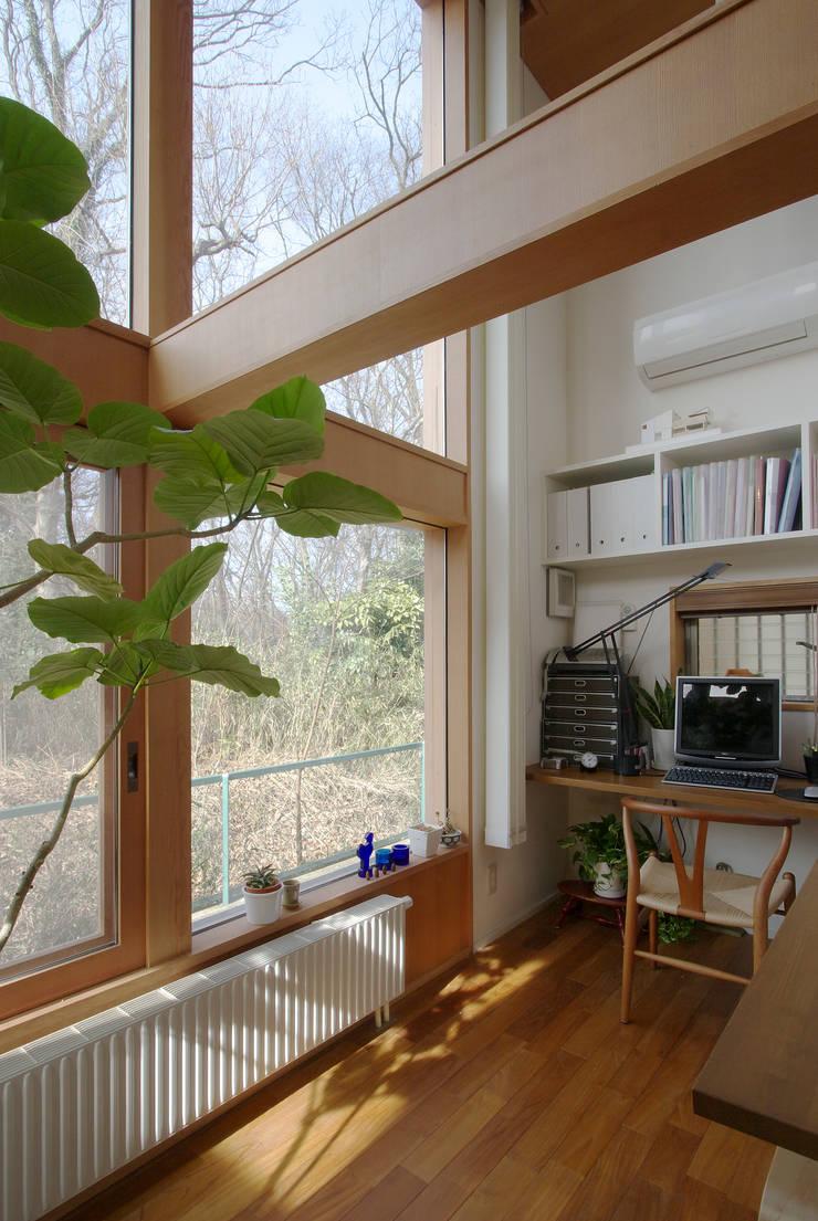 市川の家: 長浜信幸建築設計事務所が手掛けた書斎です。,北欧