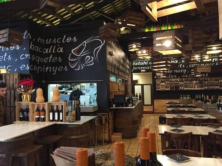 PITAPES: Locales gastronómicos de estilo  de INTERTECH ESPACIO CREATIVO