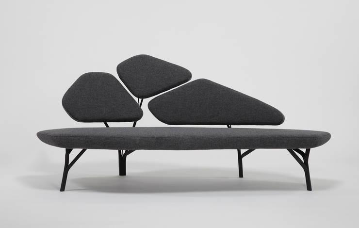 Borghese sofa: Salon de style  par La Chance