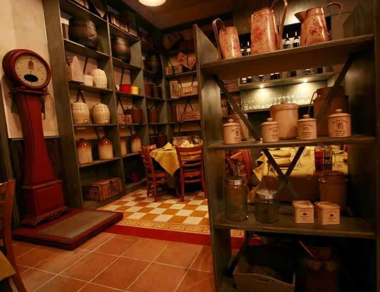 LA BOTIGUETA.: Locales gastronómicos de estilo  de INTERTECH ESPACIO CREATIVO