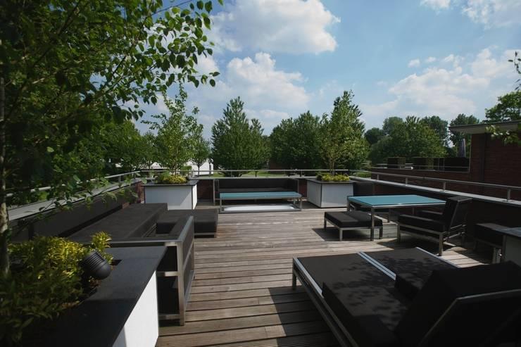 Terrasse de style  par Leonardus interieurarchitect, Moderne