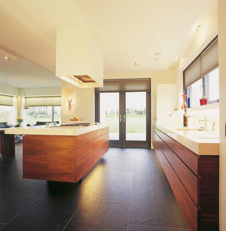 Kookeiland:  Keuken door Leonardus interieurarchitect