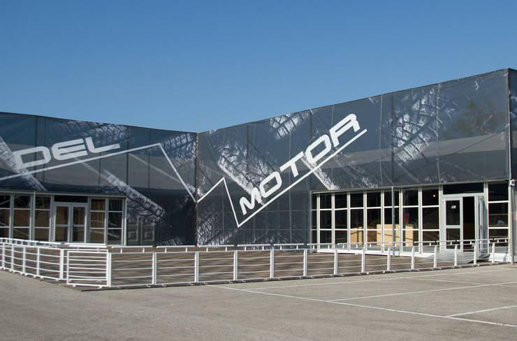 Decoración exterior del Museo.:  de estilo  de ESCAYOLARIA