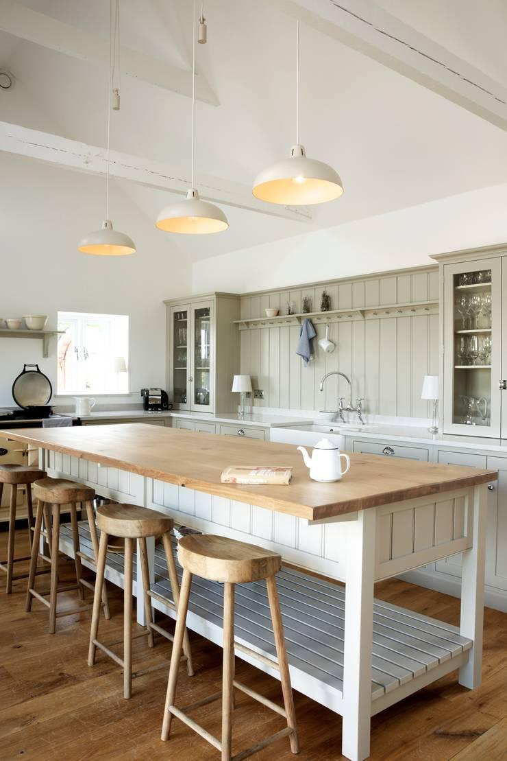 The Warwickshire Barn Shaker Kitchen :  Kitchen by deVOL Kitchens