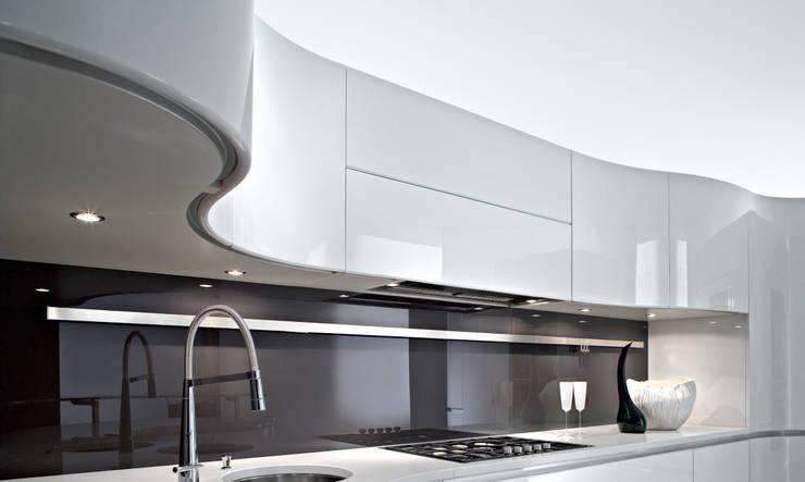 Cucina in stile in stile Moderno di Pedini Surrey Limited