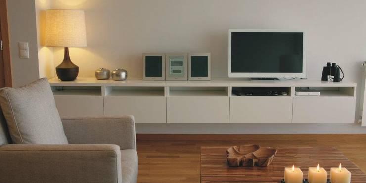 Sala Comum_Zona de TV: Salas de estar  por Traço Magenta - Design de Interiores