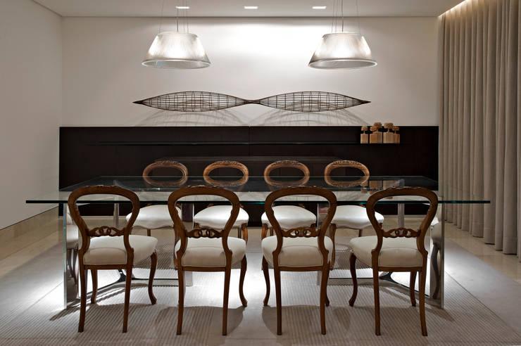 APARTAMENTO BELVEDERE: Salas de jantar modernas por João Carlos Moreira Filho & Maria Thereza Terence